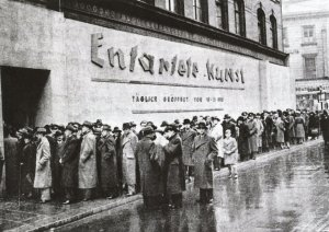 crowds-lined-up-to-visit-entartete-kunst-degenerate-art-schulausstellungsgebaude-hamburg-november-december-1938-web